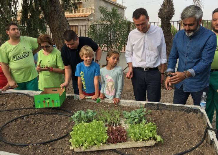 """L'hort ecològic del col·legi """"La Vallverda"""" es presenta com a model d'integració"""