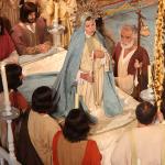 Los apóstoles se despiden de María. Cantan una salve.