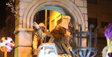 Más de 60.000 personas salen a la calle a recibir a los Reyes Magos