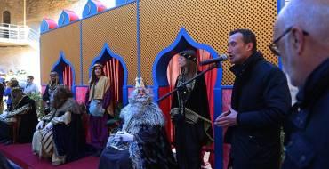 El alcalde recibe a los Reyes Magos en el Palacio de Altamira