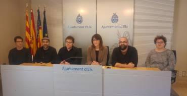"El Ayuntamiento presenta la obra ""Amb les mans plenes de crits"""