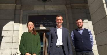 Costas se compromete a adoptar una resolución sobre el hotel de Arenales del Sol antes del verano