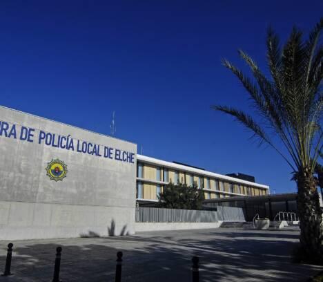 La Policía Local detiene a dos personas por saltar la valla de una instalación de URBASER y amenazar a los trabajadores