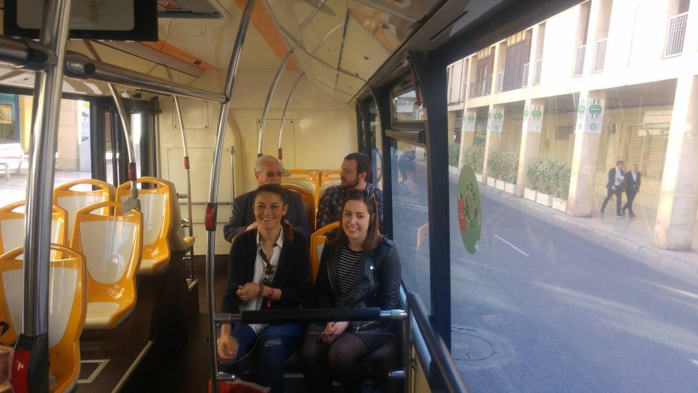 Elx inaugura el nou recorregut de la línia de bus R2 que aplega a Carrefour i a les Oficines de Trànsit