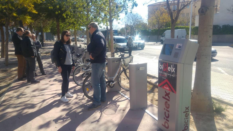 El barrio de San Antón cuenta desde hoy con una estación de BiciElx