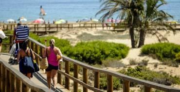 El servicio de salvamento acuático, socorrismo y transporte sanitario para las playas de Elche se inicia el próximo sábado 8 de abril