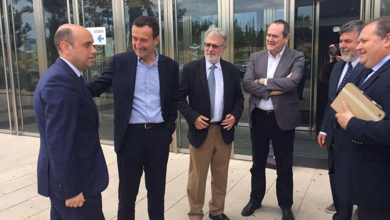 Carlos González plantea crear una comisión conjunta Elche-Alicante para coordinar los elementos comunes de sus PGOU