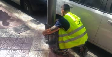 El Ayuntamiento interviene en 81 farolas para evitar que se oxiden a causa del orín de las mascotas