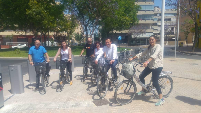 L'Ajuntament inaugura una nova estació de BiciElx en el carrer Joan Fuster