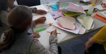 Juegos, lecturas y dibujos en la clausura del taller infantil sobre Miguel Hernández
