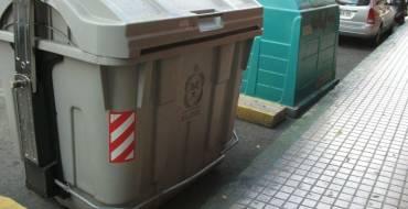 Denunciadas tres personas por vandalismo con contenedores y desobediencia