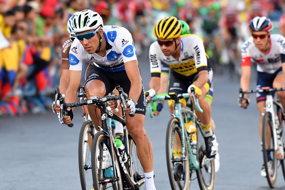 El pelotón de Vuelta Ciclista a España  llega las carreteras de Elche