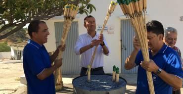 El alcalde visita la Pirotécnia Ferrández en la recta final para la Nit de l'Albà