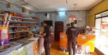 La Policía Local comienza a inspeccionar la veintena de puntos de venta de productos pirotécnicos que hay en la ciudad