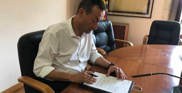 El alcalde firma la aceptación de la subvención de 15 millones de euros de los fondos europeos EDUSI