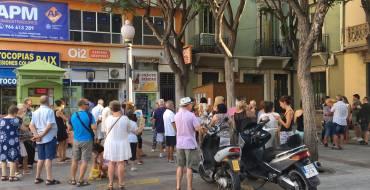 Venta de sillas para los desfiles de moros y cristianos y la charanga