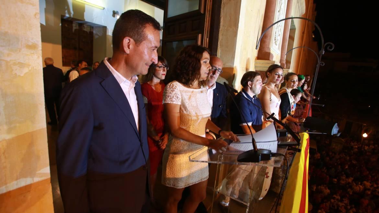 Diana Palazón invita a los ilicitanos e ilicitanas a disfrutar de las Fiestas de Elche con un emotivo pregón con alusiones a las tradiciones ilicitanas