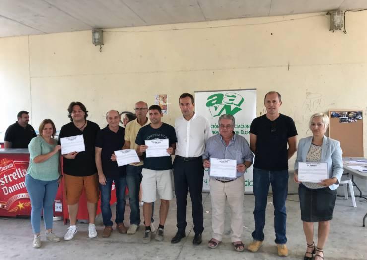"""Els veïns lliuren els premis """"El meu barri el més net"""" i reten homenatge a José Vicente Quiles a la Baia"""