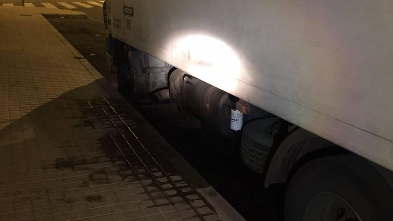 Se sorprende a individuo tras robar gasoil de camión estacionado