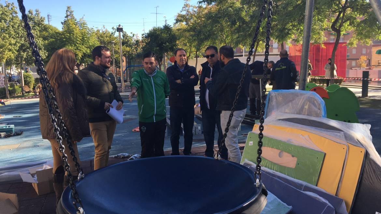 El Ayuntamiento invierte 40.000 euros en nuevos juegos infantiles para la plaza 1º de Mayo