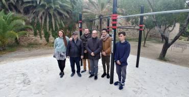 El Ayuntamiento inaugura una zona de juegos calisténicos en la ladera del río Vinalopó