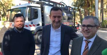 Aigües d'Elx invierte 600.000 euros en la compra de dos nuevos camiones para mejorar la limpieza del alcantarillado