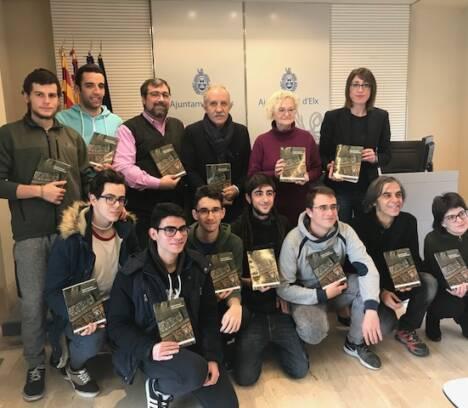 """Un libro de Miguel Ors y José Vicente Castaño resume los """"180 años de periodismo en Elche (1836-2016)"""""""