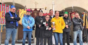 L'Associació de Moros i Cristians lliura els trofeus del Mig Any 2018 durant un esmorzar fester en la plaça del Raval