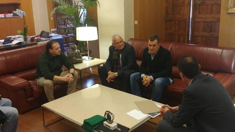 El alcalde y el edil de deportes reciben al deportista ilicitano Ismael Piñol