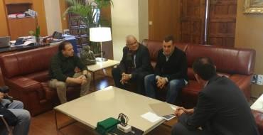 L'alcalde i el regidor d'esports reben a l'esportista il·licità Ismael Piñol