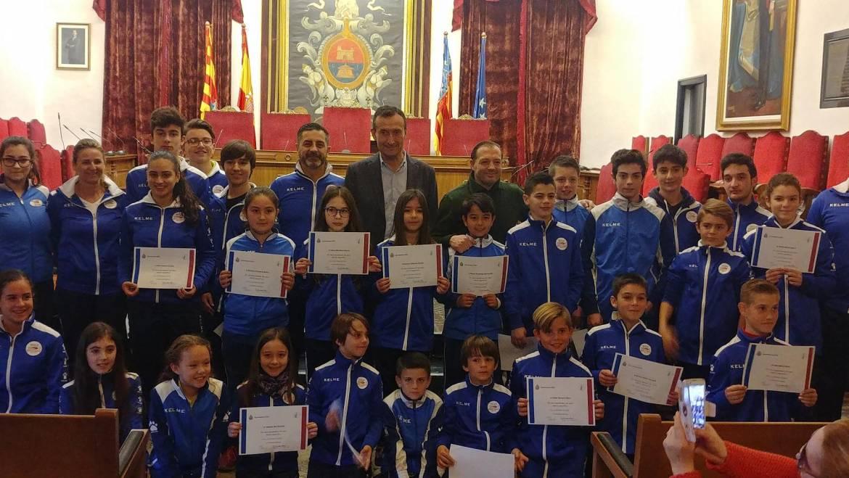 L'alcalde i el regidor d'Esports reben en el Saló de Plens al Club Karate-Do Shotokan