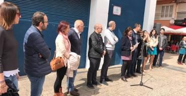 La inauguración del Jardín Doctor Alberto García García reúne a más de un centenar de personas