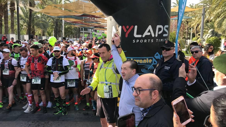 La Transilicitana arranca con 750 corredores y caminantes