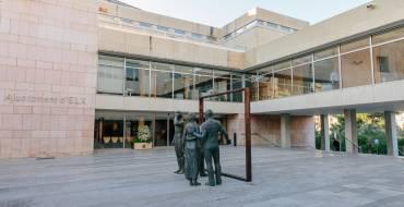 L'Ajuntament ofereix un habitatge a la família desnonada en el barri de Carrús