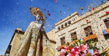 La procesión de las Aleluyas congrega a más de 40.000 personas en las calles de Elche