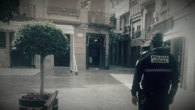 Agente fuera de servicio reduce a un varón que agredió a su pareja