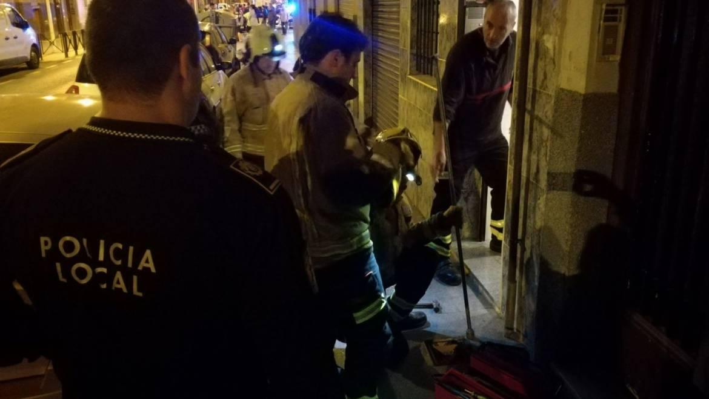 Detenidos al ser sorprendidos por los vecinos sustrayendo instalación de gas