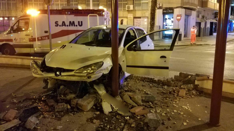 Detenido tras ocasionar daños en la Plaza de Crevillente con su vehículo