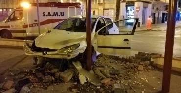 Detingut després d'ocasionar danys en la plaça de Crevillent amb el seu vehicle