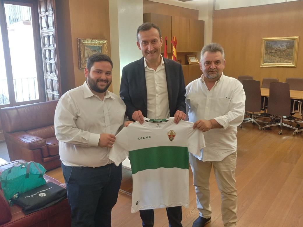 Recepción del alcalde al nuevo presidente de la Federación de Peñas del Elche