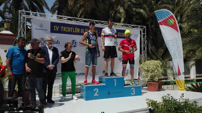 Miguel Ángel Sánchez Moreau i Eva Sánchez Pastor guanyen el Triatló Internacional d'Elx