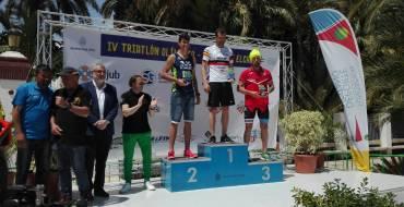 Miguel Ángel Sánchez Moreau y Eva Sánchez Pastor ganan el Triatlón Internacional de Elche