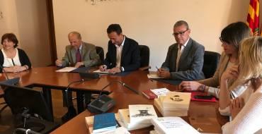 La AVL firma un convenio con el Ayuntamiento de Elche e inaugura en la Casa de la Festa la exposición dedicada al Misteri