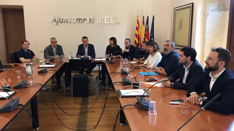 Els grups polítics acorden treballar amb comerciants, veïns i placers per a consensuar la conversió com a zona de vianants del centre històric