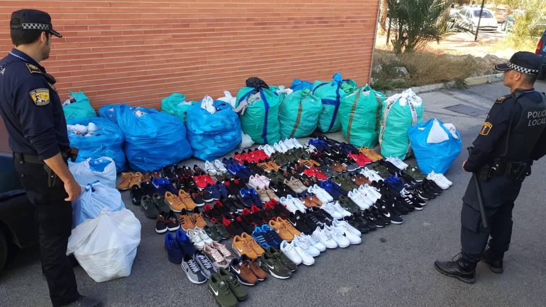Intervención en un control de más de mil pares de calzado falsificado y cinco detenidos
