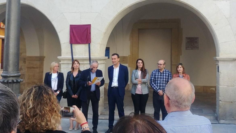 El Ayuntamiento homenajea a las víctimas del derrumbe de la Plaza Mayor de El Raval ocurrido hace 63 años
