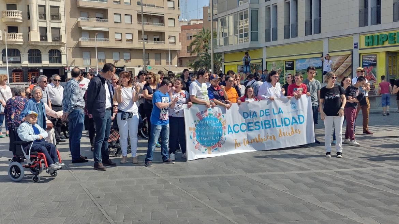 Prop de 150 persones participen en la marxa del Dia de l'Accessibilitat