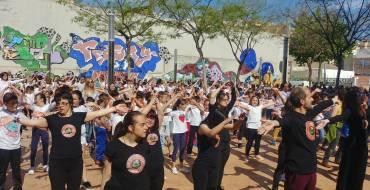 Cerca de 500 personas participan en el flashmob para celebrar el Día Internacional de la Danza