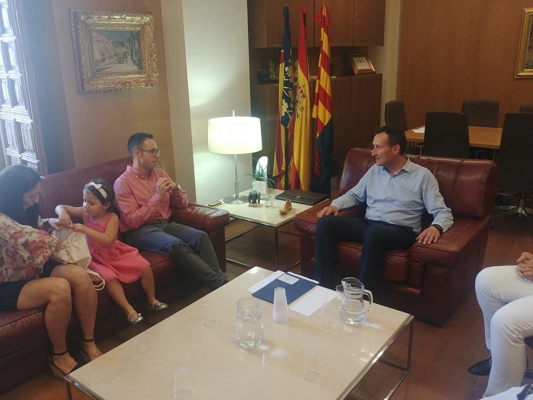 Recepción del alcalde al científico ilicitano Iván Agulló