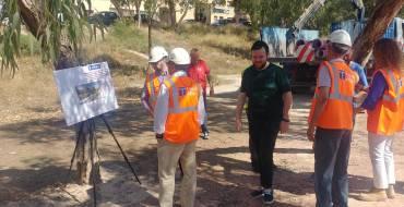 Comencen les obres en el vessant del riu per portar aigua regenerada al Palmerar